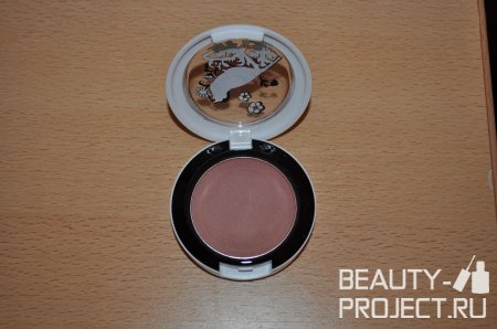 MAC Liberty of London - румяна Prim & Proper